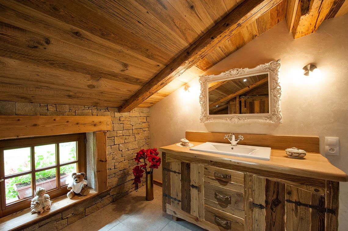 Une salle de bain chaleureuse - Atelier La Petite Vosgienne