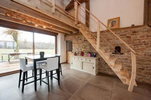 Intérieur-Escalier-bois-atelierlapetitevosgienne
